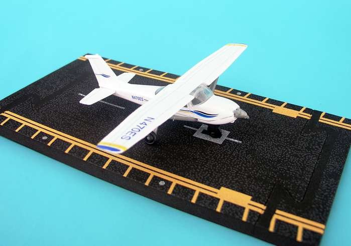 Hotwings Diecast Airplanes - Cessna 172